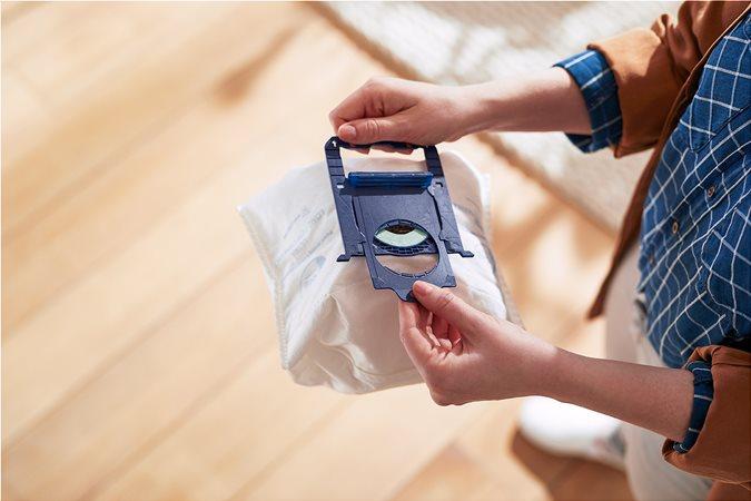 Οι εύχρηστες σακούλες μεγάλης διάρκειας χωρούν στον μεγάλο χώρο συλλογής σκόνης 4 λίτρων