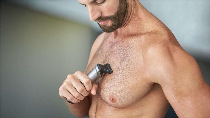 Η ξυριστική μηχανή σώματος ξυρίζει με άνεση τις τρίχες στο σώμα σας