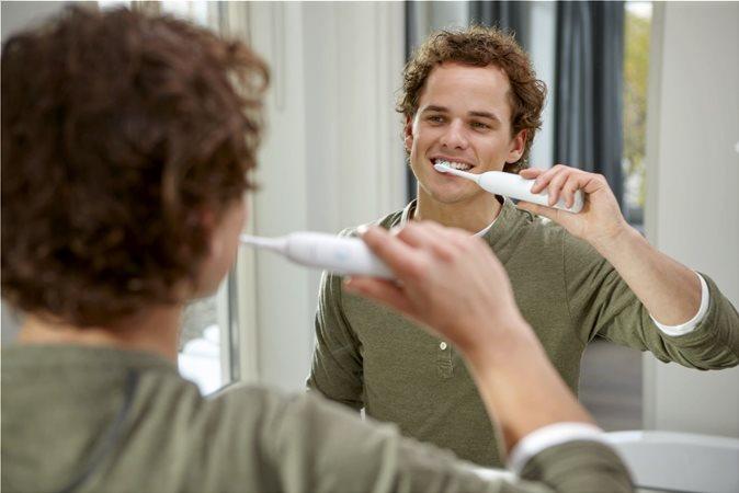 Αφαιρεί έως και 3 φορές περισσότερη οδοντική πλάκα